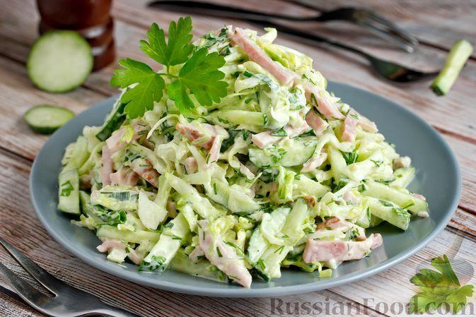 Фото к рецепту: Салат из молодой капусты, огурцов и ветчины