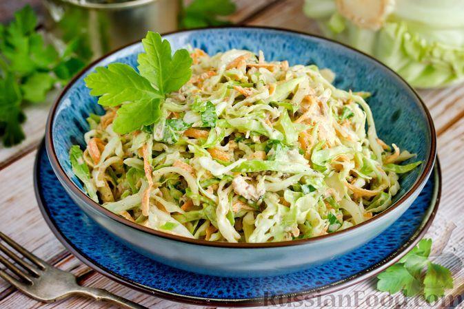Фото к рецепту: Салат с тунцом, молодой капустой и морковью