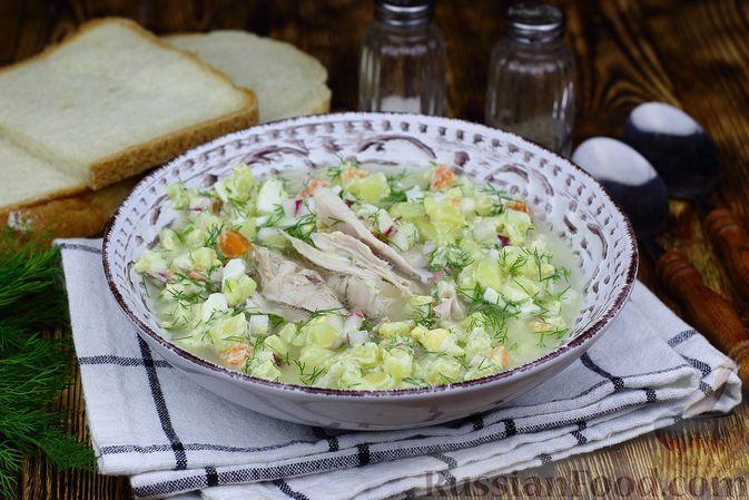 Фото к рецепту: Окрошка с курицей и морковью, на курином бульоне и кефире