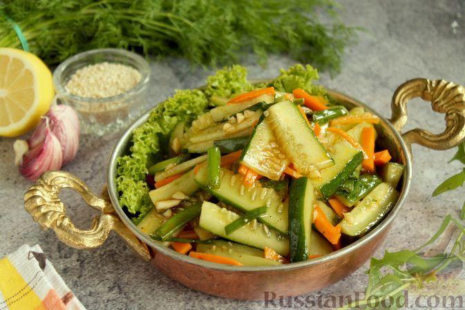 Фото к рецепту: Закуска из огурцов и моркови, по-корейски