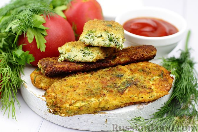 Фото к рецепту: Жареные творожные палочки с сыром и зеленью