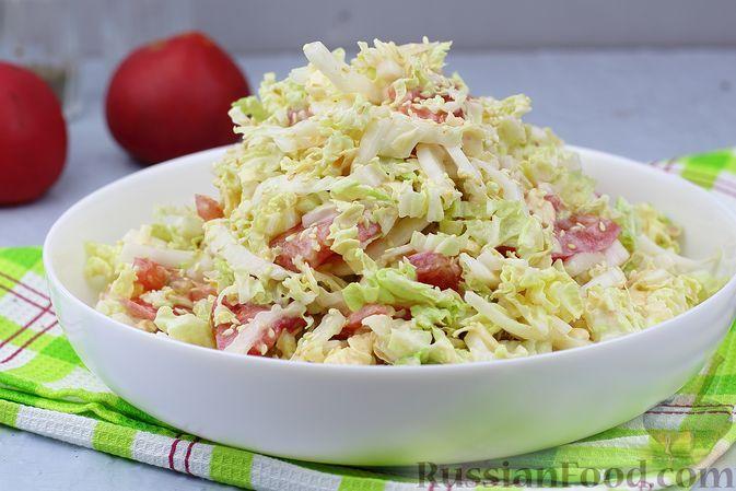 Фото к рецепту: Салат с пекинской капустой, помидорами и сыром