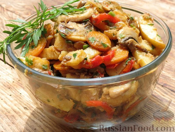 Фото к рецепту: Жареная картошка с грибами и сладким перцем
