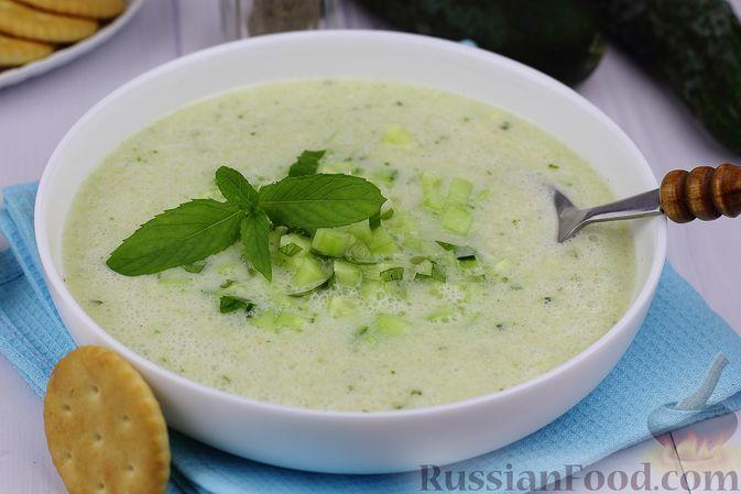 Фото к рецепту: Холодный суп со свежими и малосольными огурцами