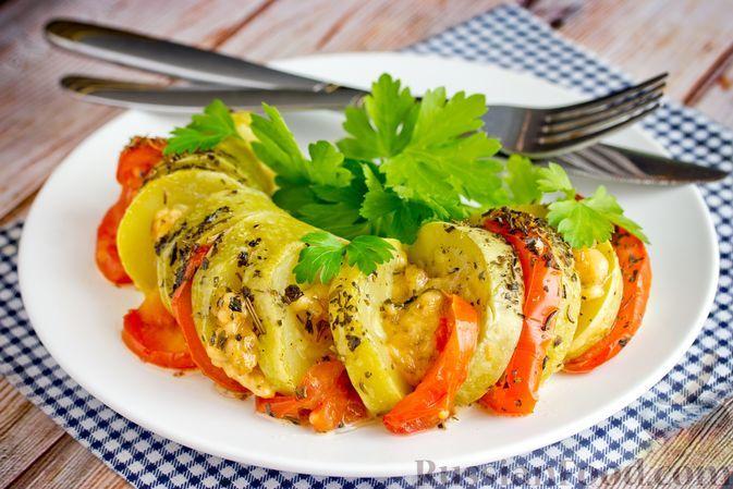 """Фото к рецепту: """"Гармошки"""" из кабачков с помидорами и сыром, в духовке"""