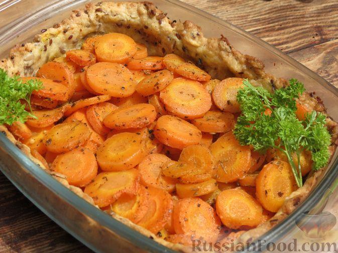 Фото к рецепту: Открытый песочный пирог с молодой морковью
