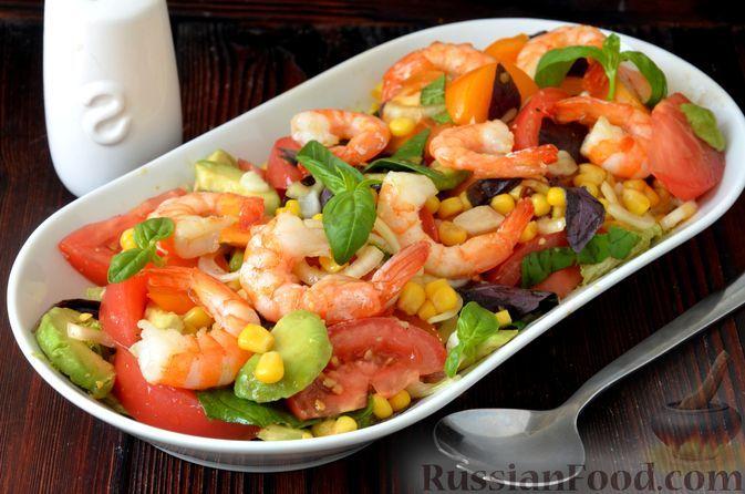 Фото к рецепту: Салат с креветками, помидорами, авокадо и кукурузой