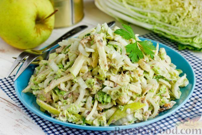 Фото к рецепту: Салат тунцом, пекинской капустой и яблоком