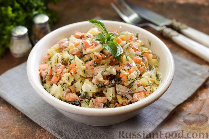 Фото к рецепту: Салат с сёмгой, картофелем, морковью и яйцами