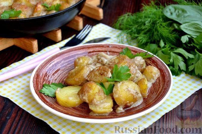 Фото к рецепту: Молодая картошка, запечённая в молочно-грибном соусе с сыром