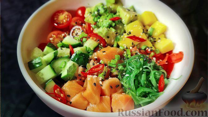 Фото к рецепту: Поке с лососем, манго и авокадо