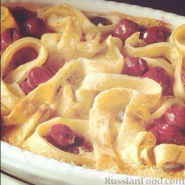 Фото к рецепту: Блины с вишней