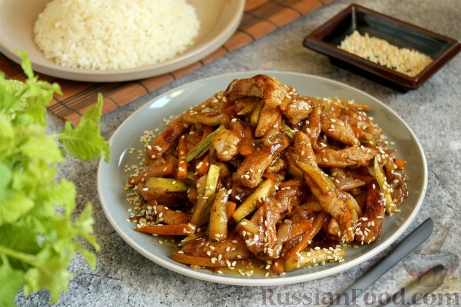 Фото к рецепту: Свинина с кабачками в кисло-сладком соусе