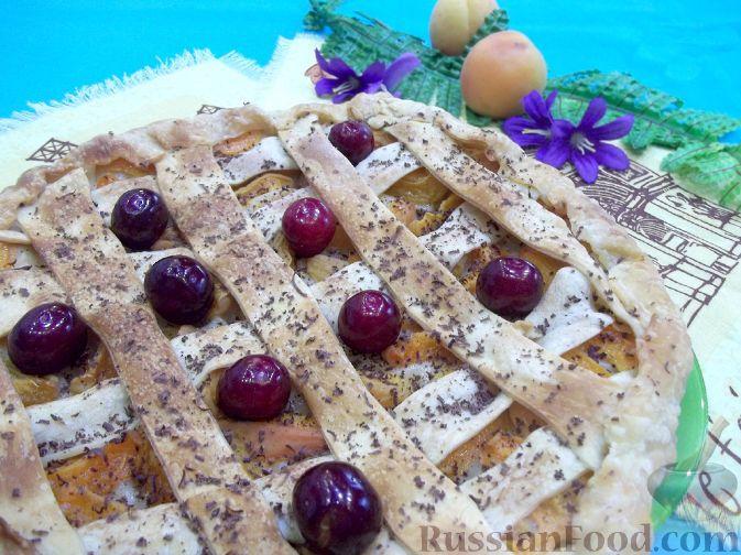 Фото к рецепту: Пирог из слоеного теста с абрикосами