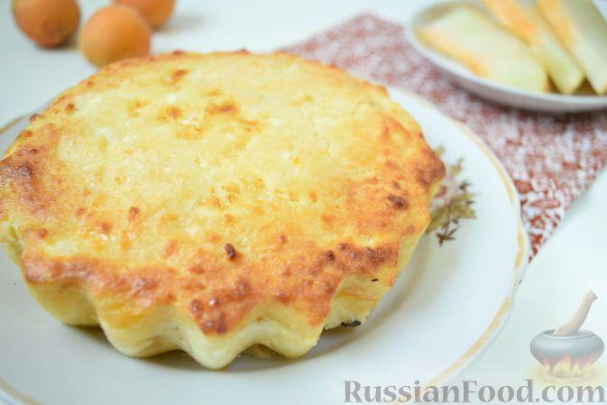 Фото к рецепту: Творожная запеканка c дыней и абрикосами
