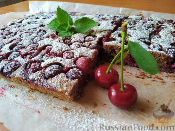 Фото к рецепту: Вишнёво-шоколадный десерт (рецепт из советского журнала)