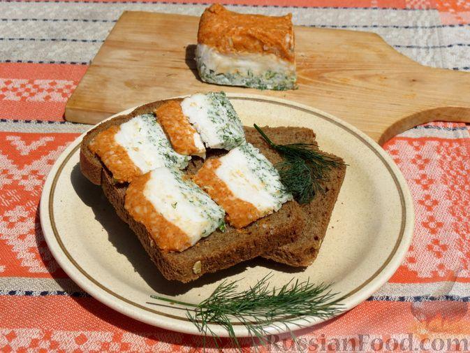 Фото к рецепту: Закуска из сала с паприкой, чесноком и зеленью
