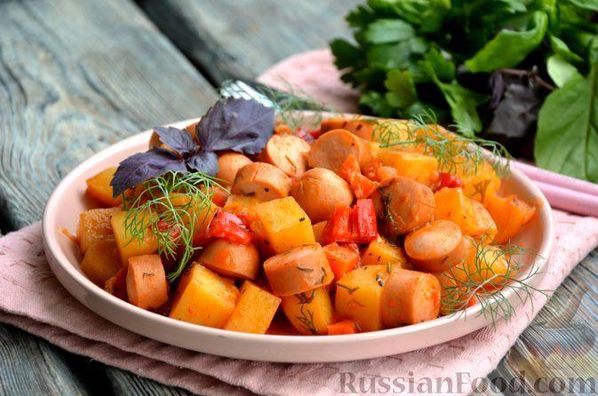 Фото к рецепту: Рагу с картошкой, сладким перцем и сосисками