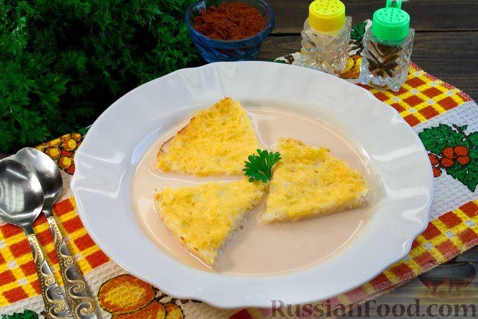 Фото к рецепту: Несладкий молочный суп с ломтиками запечённого риса с сыром