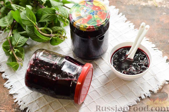 Фото к рецепту: Чёрная смородина в собственном соку, без сахара (на зиму)