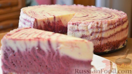 Фото к рецепту: Муссовый торт с творогом и черникой