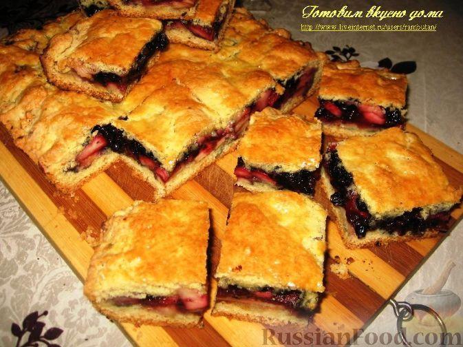 Фото к рецепту: Пирог с яблоками и черникой