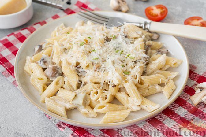 Фото к рецепту: Макароны с баклажанами и грибами в сливочном соусе