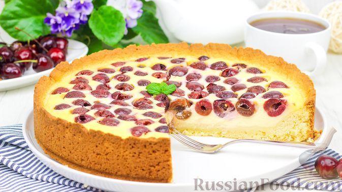 Фото к рецепту: Летний пирог с вишней и сметанной заливкой