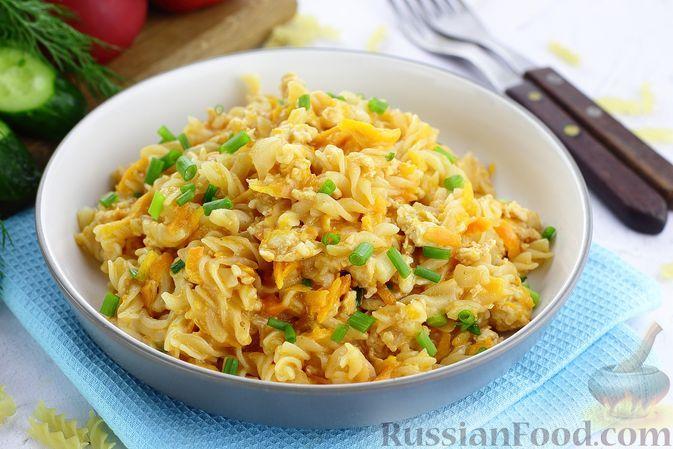 Фото к рецепту: Макароны с куриным фаршем и овощами, на сковороде