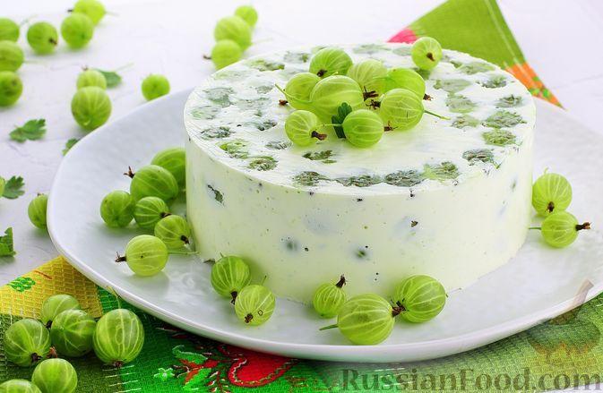 Фото к рецепту: Творожно-сметанный торт с крыжовником и сгущенным молоком (без выпечки)