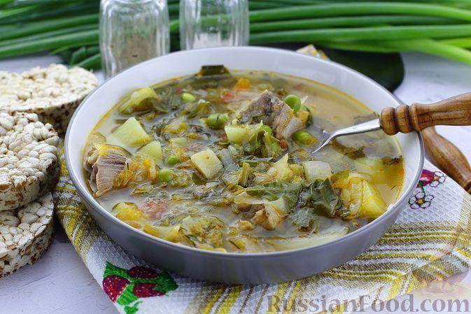Фото к рецепту: Борщ с зелёным горошком и свекольной ботвой