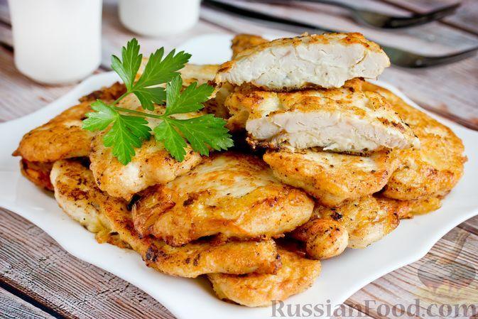 Фото к рецепту: Отбивные из куриного филе в луково-майонезном кляре