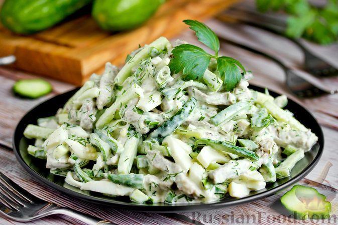 Фото к рецепту: Салат с языком, огурцами и яйцами