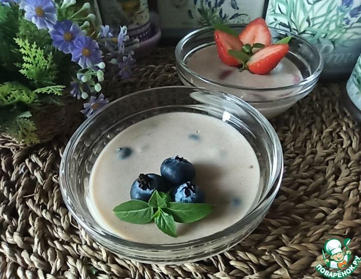 Рецепт: Шоколадно-банановый десерт с клубникой и голубикой