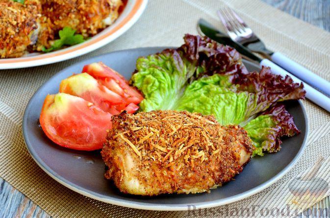 Фото к рецепту: Запечённые куриные бёдрышки в сырной панировке, с мёдом и горчицей