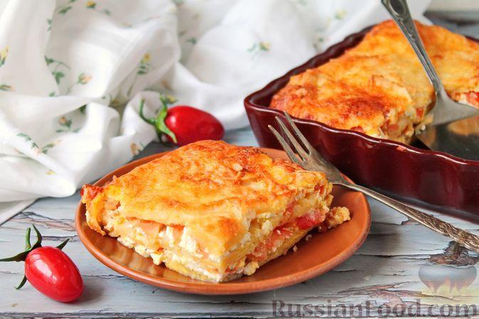 Фото к рецепту: Пирог из лаваша с творогом и помидорами