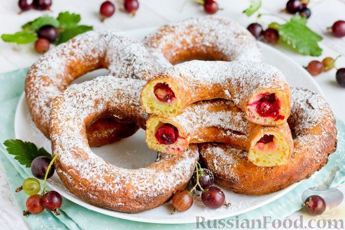 Фото к рецепту: Творожные пончики-кольца с крыжовником