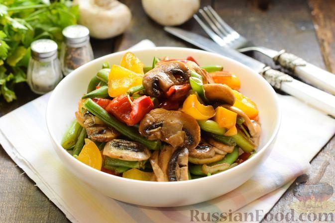 Фото к рецепту: Стручковая фасоль с грибами, сладким перцем и соевым соусом