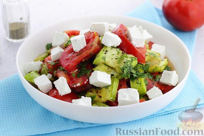 Фото к рецепту: Салат с запечёнными кабачками, помидорами и брынзой