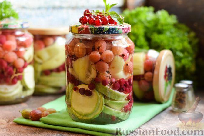 Фото к рецепту: Кабачки, маринованные с перцем, крыжовником и красной смородиной