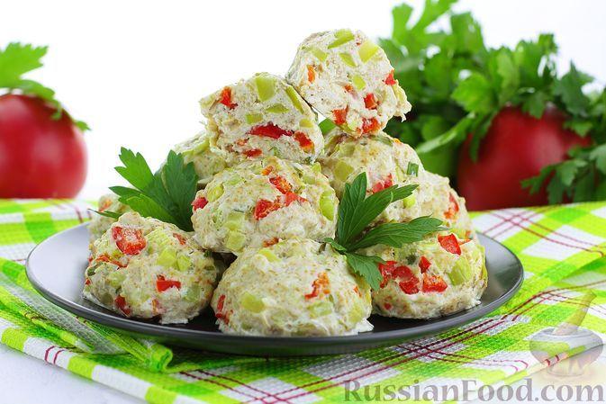 Фото к рецепту: Куриные котлеты с кабачками и сладким перцем (на пару)