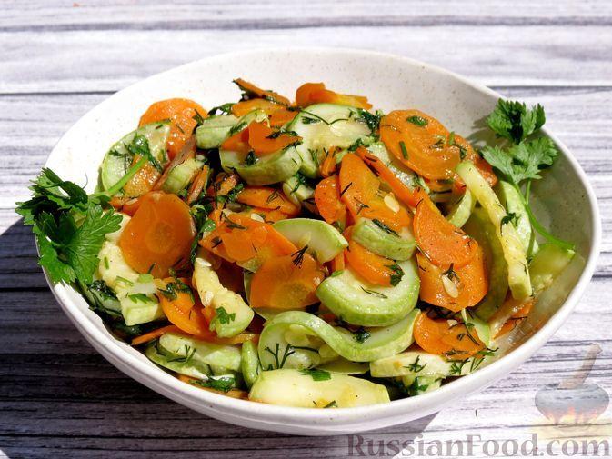 Фото к рецепту: Кабачки, тушенные с морковью на сковороде