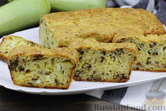 Фото к рецепту: Кабачково-сырный закусочный кекс с орехами