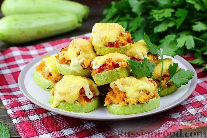 Фото к рецепту: Кабачки, запечённые с фаршем, помидорами и сыром