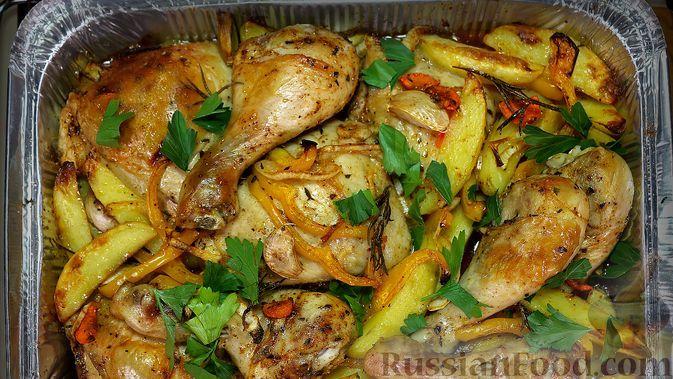 Фото к рецепту: Курица с картошкой и овощами в духовке