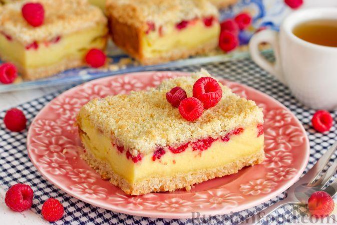 Фото к рецепту: Насыпной пирог с творожной начинкой и малиной