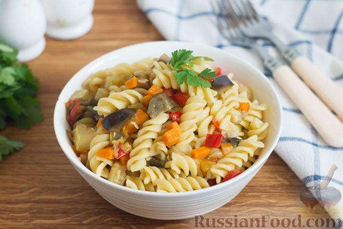 Фото к рецепту: Макароны с кабачками, баклажанами, помидорами и соевым соусом