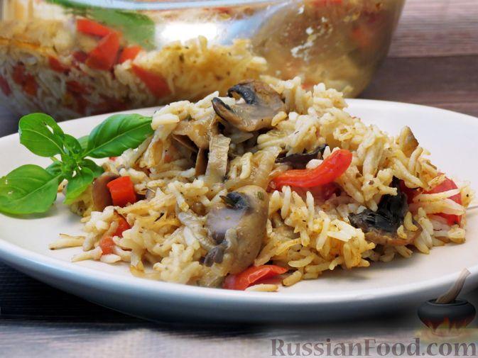 Фото к рецепту: Паэлья с грибами и болгарским перцем (в духовке)