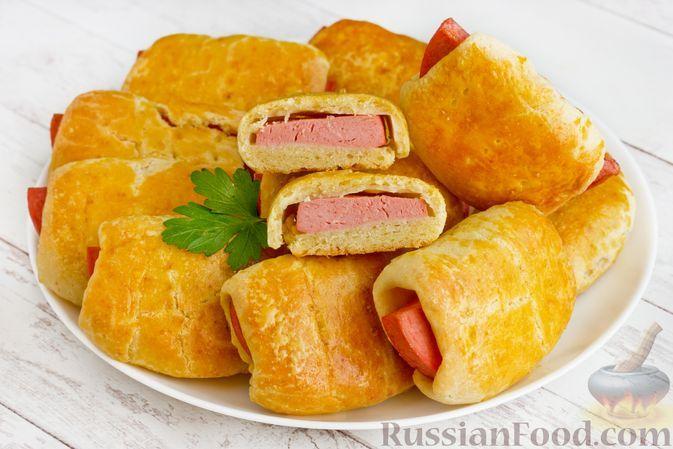 Фото к рецепту: Песочные пирожки на майонезе, с колбасой