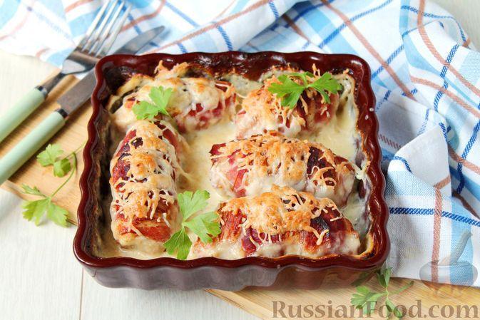 Фото к рецепту: Куриные рулетики в беконе, со сливочным сыром (в духовке)